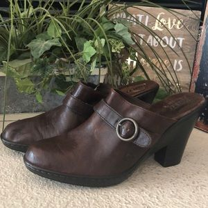 Born BOC brown leather clogs mules